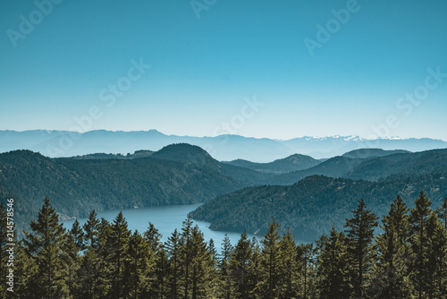 Платно Vancouver Island view on a clear blue sky and pacific coast