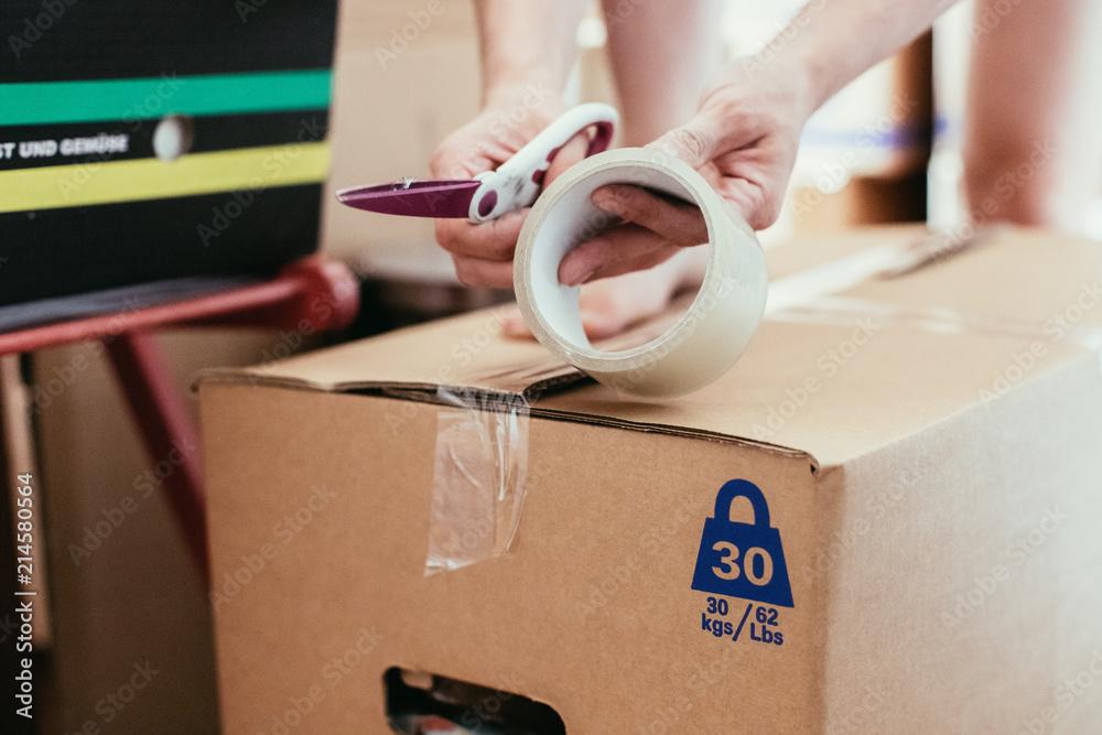 Fototapety, obrazy: Einpacken von Umzugskartons, Umzug