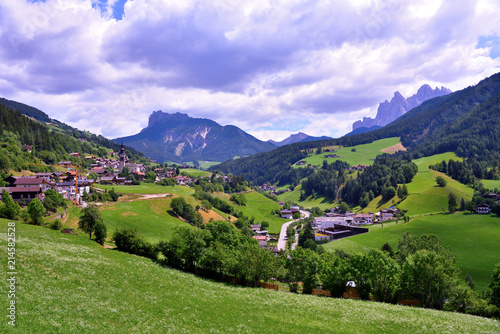 Tuinposter Purper glimpse of the Val di Funes South Tyrol Italy