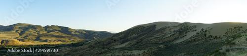 Photo Panorama of evening mountain barkhan Sarykum