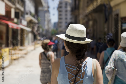 Foto op Plexiglas Buenos Aires Pretty young woman with hat on the street of Buenos Aires