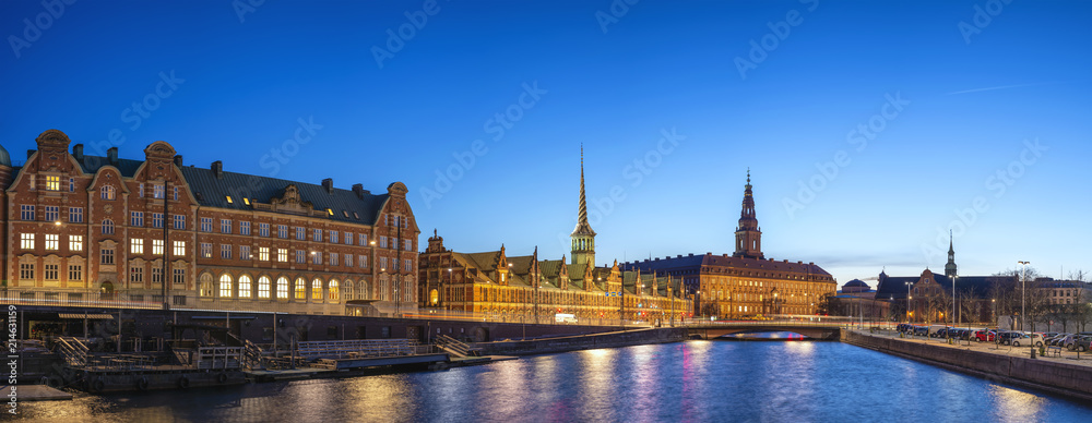 Photo  Copenhagen night city skyline panorama at Copenhagen Harbour, Copenhagen Denmark