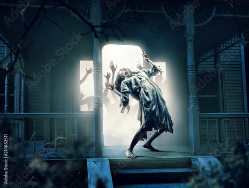 Fotomural Souls of victims in abandoned house at the night