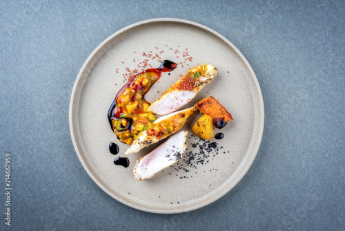 Foto Modern style barbecue crocodile tail eye fillet with roasted sweet potatoes pine