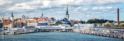 Cuadros en Lienzo  Beautiful cityscape, Tallinn, the capital of Estonia, view of the city from the
