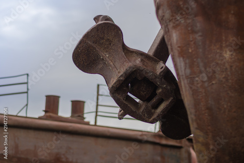 Keuken foto achterwand Schip Close up old rusty anchor on old abandoned rusty ship