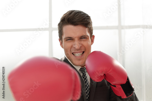 Fotografía  happy businessman in Boxing gloves