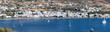 Panoramablick auf den Hafen und die Strände von Parikia auf Paros, Kykladen, Griechenland
