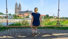 Touristin In Magdeburg Auf Ein...