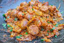 Rougail Saucisses Dans Un Wok, Spécialité Culinaire, île De La Réunion