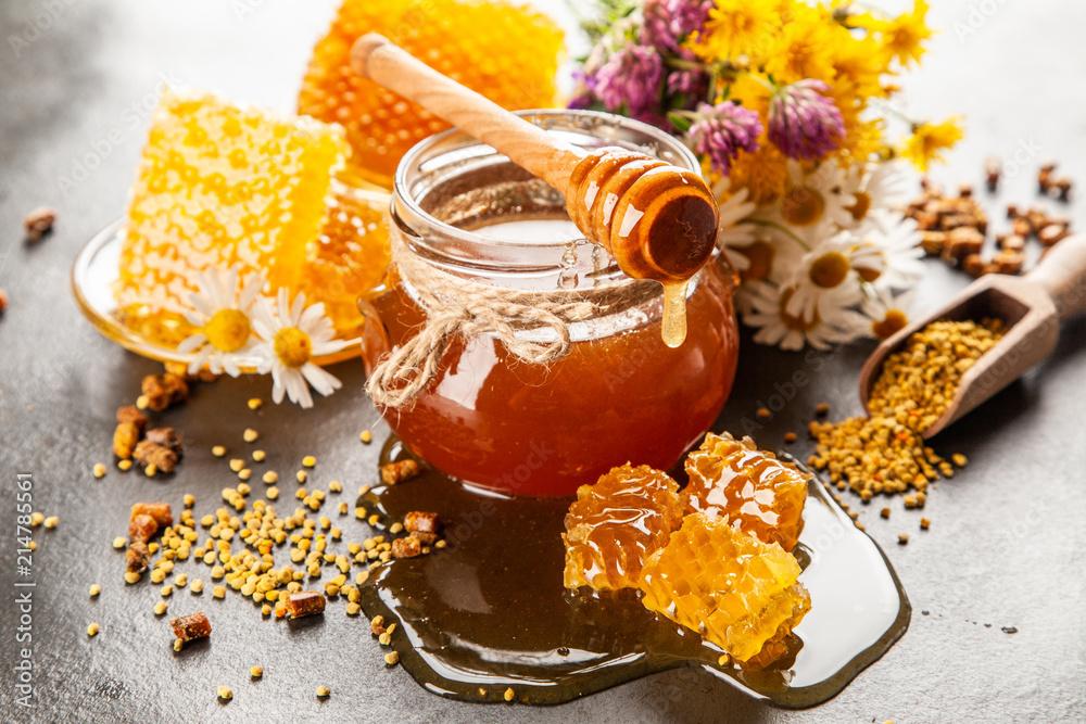 Fototapety, obrazy: Honey jar and dipper