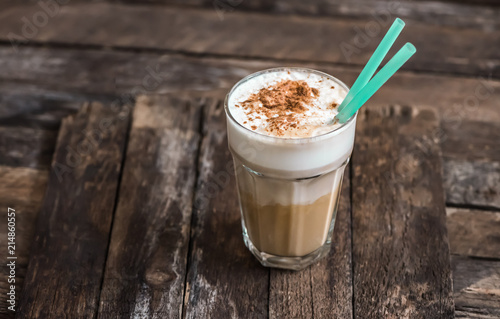 Fotografia Cup of Coffee with Cream on Wooden Background