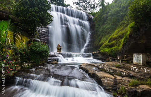 Montage in der Fensternische Wasserfalle Dunsinane Falls is a waterfall in Nuwara Eliya District of Sri Lanka. It is situated in Pundaluoya village and between the Tea estates known as Dunsinan and Shin.