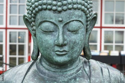 Fotografia  Buddha-Statue in einem sehr schönen Park