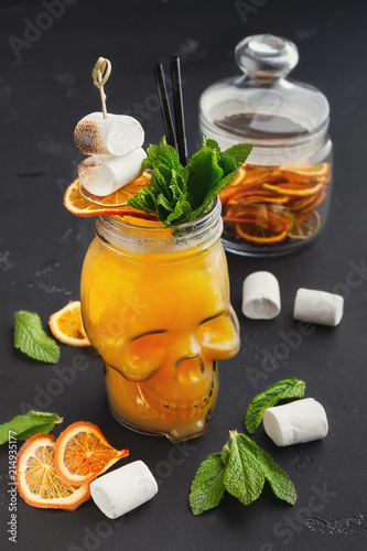 Staande foto Cocktail Orange cocktail in skull glass