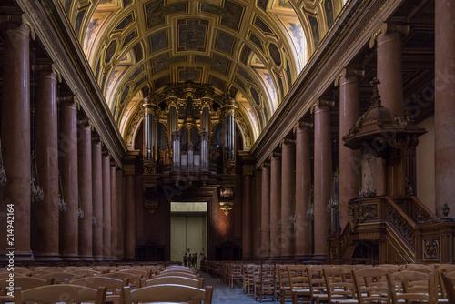 Photo Catedral de San Pedro (Cathédrale Saint Pierre) de estilo neoclásico, es una de las nueve catedrales históricas de Bretaña y es la sede del arzobispado de Rennes