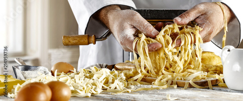 man hands and pasta Fototapet