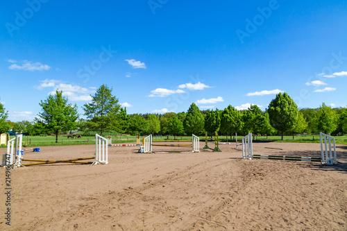 Spoed Foto op Canvas Paardrijden Hindernisse beim Reitsport für Springpferde
