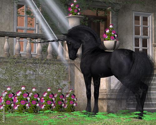 Enchanted Dark Unicorn - Czarno-pokryty magiczny jednorożec interesuje się różowymi dzwonkami w pobliżu leśnego domku.