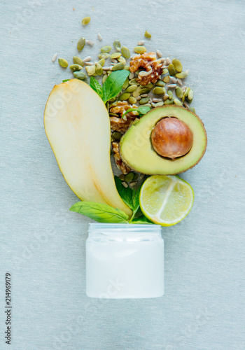 Cream with melon seeds, pear and avocado