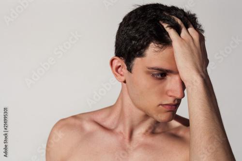 Fotografie, Obraz  ragazzo muscoloso e atletico posa a torso nudo