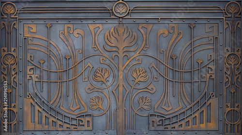 Photo sur Aluminium Papillons dans Grunge ornate wrought-iron elements of metal gate decoration