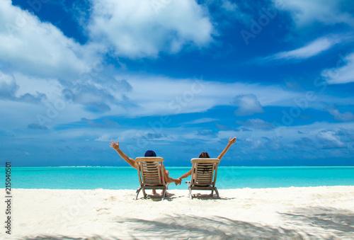 Fotografia  Couple on a tropical beach at Maldives