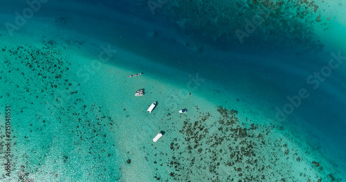 Cuadros en Lienzo boats in a lagoon in French Polynesia, in aerial view