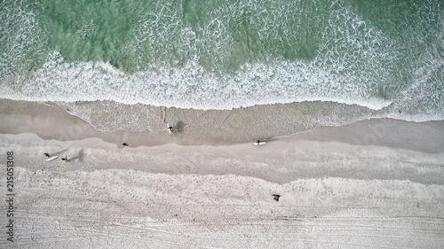 Blue ocean, Surfers on beach, Areal view Fototapet