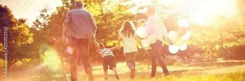 Photo  Happy family walking at park
