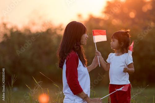 Papel de parede  mom and kid together with indonesian flag