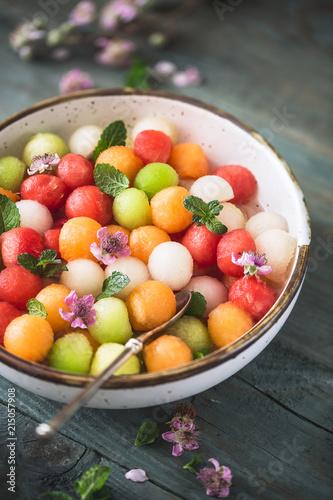 Salade d'été Pastèque, Melon, Cantaloup et Sirop de Violette