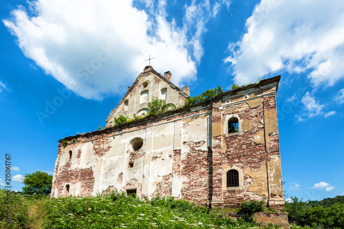 Foto op Plexiglas Oude gebouw The ruins of an ancient church in Chervone. Ukraine