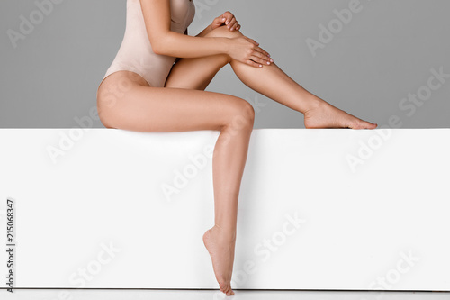 Fotomural beautiful woman with slim legs