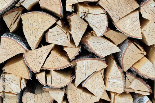 In de dag Brandhout textuur texture of birch chopped firewood, a large amount of firewood