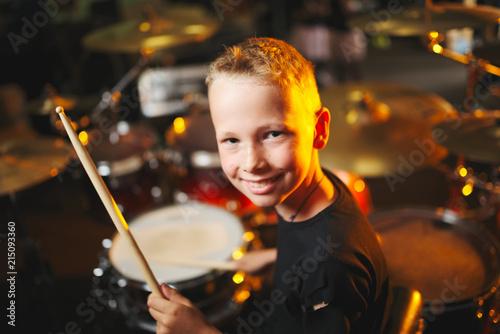 boy plays drums in recording studio Fototapet