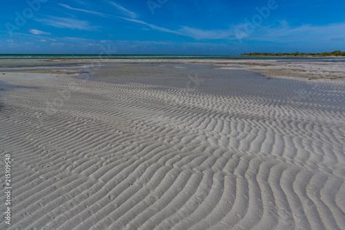 Valokuva  Low water flats of Bahia Honda Bay in Florida Keys.