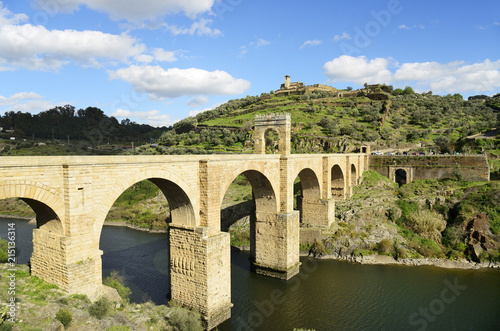 Tuinposter Bruggen The roman bridge of Alcantara (Trajan's Bridge) is a stone arch bridge built over the Tagus river at Alcantara in 106 AD by an order of the Roman emperor Trajan. It is fully operational today. Extremadura, Spain
