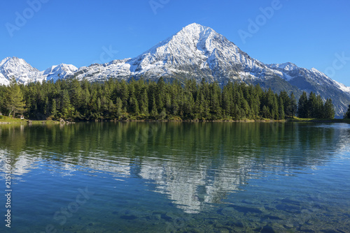 Foto op Plexiglas Bergen Arni lake with Bristen mountain at fall, Uri, Switzerland