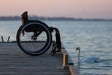 Wózek inwalidzki na pomoście