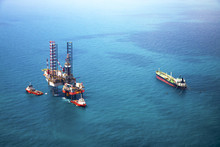 Oil Rig In The Gulf With Oil T...