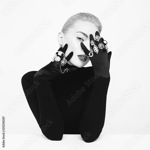 Poster womenART Beautiful blonde lady with lot of precious rings