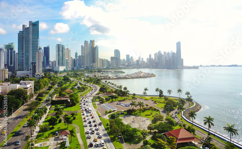 Fotomural  Aerial view of Panama´s  Skyline showing La Cinta Costera Boulevard