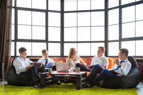 Fotografie, Obraz  Group of business people sitting in an informal atmosphere.