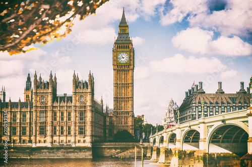 Foto op Canvas Londen London city in fall foliage - Autum Europe destination travel icon background.