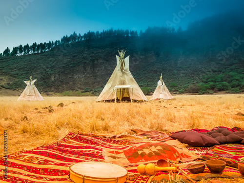 Foto American native tent camp teepees