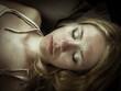 canvas print picture - Frau mit geschlossenen Augen liegt entspannt, Farblook