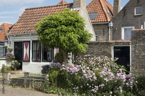 Keuken foto achterwand Begraafplaats picturesque little house in the city