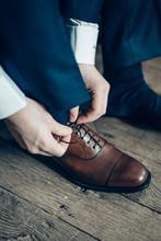 Le Moment D'enfiler Les Chaussures