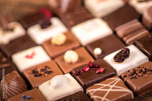Fotografía Assortment of fine chocolate candies, white, dark and milk chocolate